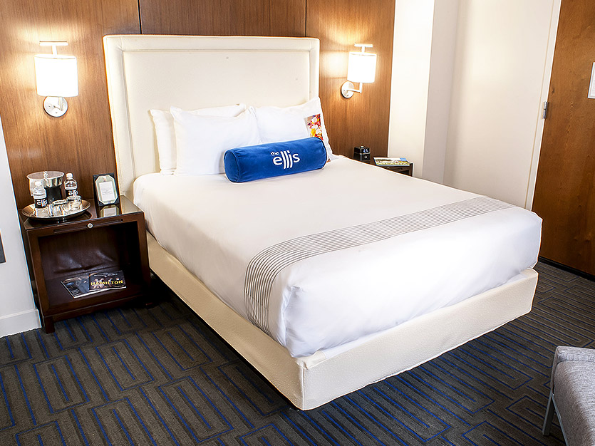 Deluxe Queen Accommodations at The Ellis Hotel, Atlanta